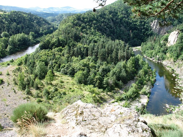 loire valley auvergne french walking tour